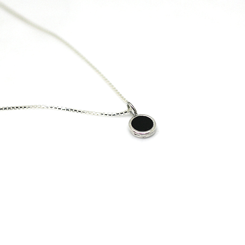 mini simple black necklace