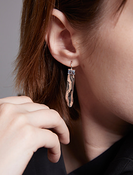 TEXTURE C EARRING